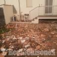Crolla il cornicione di una palazzina, sei famiglie evacuate a Borgaretto