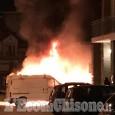 Villar Perosa: tre auto e un furgone in fiamme in via Roma