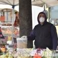 Pinerolo: al mercato solo banchi alimentari, ingressi scaglionati in base al cognome