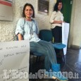 Nichelino: incatenata in Comune per protestare contro lo sfratto