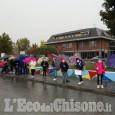 """None: """"Nessuno deve rimanere indietro"""", protesta davanti a scuola"""