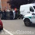 Orbassano: auto si ribalta in via Bixio, anziano ferito