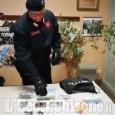 Orbassano: spacciatori ai tempi del Coronavirus, calano la droga dal balcone con una corda