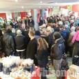 """Pinerolo: bagno di folla per l'apertura di """"Panettone in Vetrina"""""""