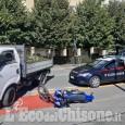 Pinerolo: moto contro camioncino in corso Torino, lievi ferite per il biker