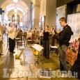 A Pinerolo la prima tavolata in bianco in un weekend di shopping e musica