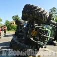 Pinerolo, trattore si ribalta a Baudenasca, bambino a bordo: non è grave