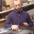 """Embedded thumbnail for Valerio Menon suona l'handpan per """"L'Em"""" nel suo laboratorio di Pinasca"""