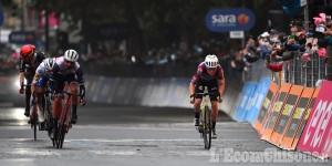 Giro d'Italia, grande prova di Jacopo Mosca, terzo sul traguardo di Asti