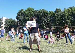 Pinerolo: Black lives matter, 8 minuti e 46 secondi di silenzio contro il razzismo.