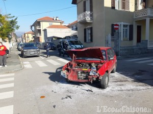 Pinerolo: scontro tra due auto all'incrocio di via Gatto, un ferito