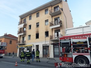 Pinerolo: fiamme in un appartamento di via Saluzzo, due persone intossicate trasportate in ospedale