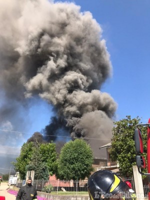 Cavour: fiamme in un'azienda agricola di via Barge