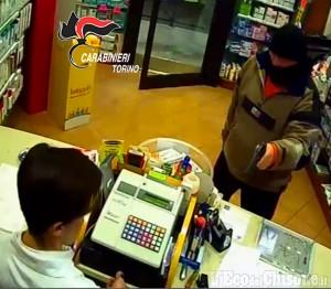 Cumiana: rapinatori di farmacia con pistola scenica, in manette due fratelli e un complice