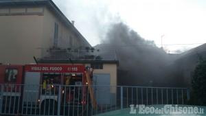 Pinerolo: appartamento in fiamme in pieno centro, preoccupazione per il vento