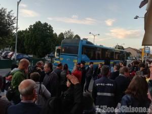 Piossasco: bus Gtt stracolmi e in ritardo, la protesta di studenti e genitori