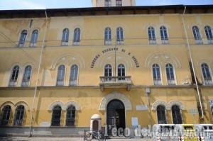 Pinerolo, l'opera titanica di Salvai: spostare il Palazzo Comunale, il Corelli e l'archivio della Biblioteca nella Caserma Bochard