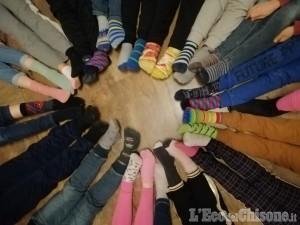 Dal mondo della scuola un inno alla diversità nella Giornata dei Calzini spaiati