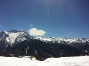 Valanga a Cesana: due morti e un disperso, uno sciatore recuperato vivo