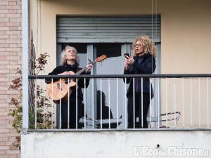 In concerto dai balconi e dalle finestre: il mondo della musica si fa sentire