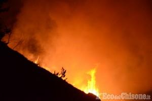 Cumiana: il monte Tre Denti sta ancora bruciando, 22 volontari Aib impegnati