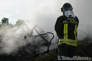 Bagnolo: brucia sterpaglie ma perde il controllo del rogo, l''intervento dei Vigili del fuoco