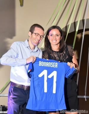 Bricherasio, la magica serata di festa con Barbara Bonansea, accoglienza da star