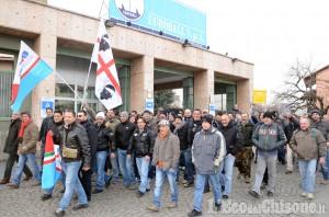 Pinerolo: protestano i lavoratori dell'Euroball
