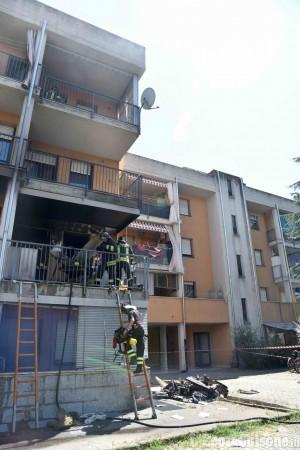 Pinerolo: incendio alle case popolari, due intossicati lievi e sei famiglie evacuate