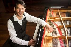 Il pianista Edoardo Turbil in concerto nella sua Pinerolo