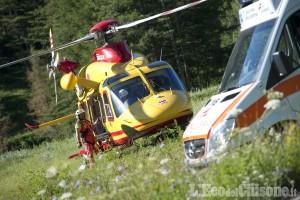 Cumiana: problemi nell'atterraggio, ferito paracadutista 60enne