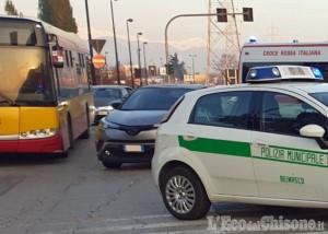 Beinasco: aggredisce il controllore del bus, 35enne fermato dalla Polizia locale