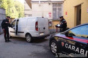 Usseaux: gli carica l'auto di frutta e poi lo rapina, arrestato ambulante
