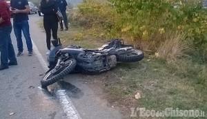 Pinerolo: scontro fra auto e moto alla rotonda della Porporata, biker ferito