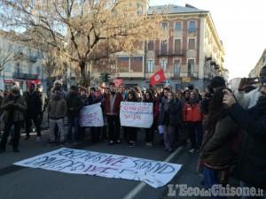 Pinerolo, manifestazione in corso contro il Decreto sicurezza