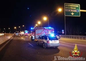 Furgone perde carico, quattro feriti in tangenziale nord