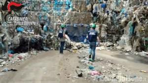 Cumiana: i carabinieri del Noe sequestrano quattro capannoni e 6500 tonnellate di rifiuti plastici
