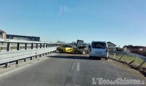 Pinerolo: carambola tra auto sul cavalcavia di via Saluzzo, tre feriti