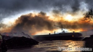 Frossasco: dopo l'incendio, ordinanza del Comune sulla messa in sicurezza del sito