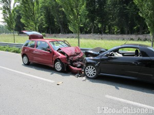 Nichelino: urto in rotonda, due feriti