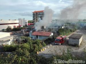 Nichelino: incendio in uno stabile e i curiosi rallentano il traffico