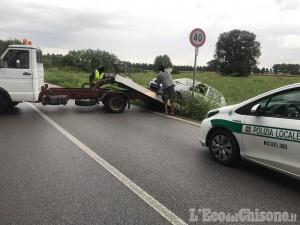 Nichelino:  auto si ribalta e finisce fuori strada
