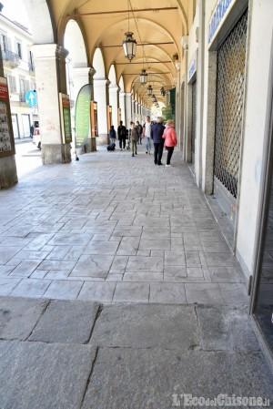 Pinerolo: sotto i portici di via Buniva intervento che fa discutere
