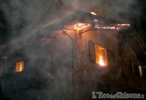 Envie: incendio distrugge il tetto di una villetta