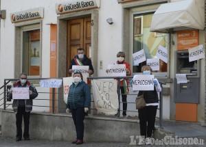 Bancomat Unicredit ancora a secco, blitz contro il disservizio dei sindaci di Perosa e Pomaretto con il parroco