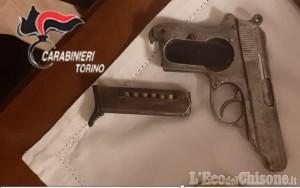 Giaveno: minaccia la madre con una pistola, arrestato nella notte un 22enne