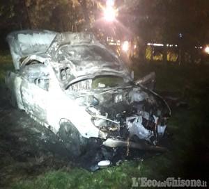 Torre Pellice: si dà fuoco all'interno della sua auto, 42enne gravissimo al Cto