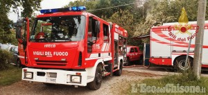 Fiamme in una villetta disabitata a Luserna, l'intervento dei Vigili del fuoco