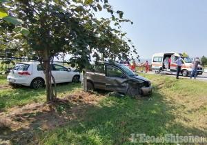 Revello: schianto tra due auto all'incrocio, tre feriti in ospedale