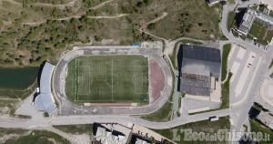 Ultimi lavori alla pista di atletica di Sestriere, apertura a inizio agosto: sarà blu